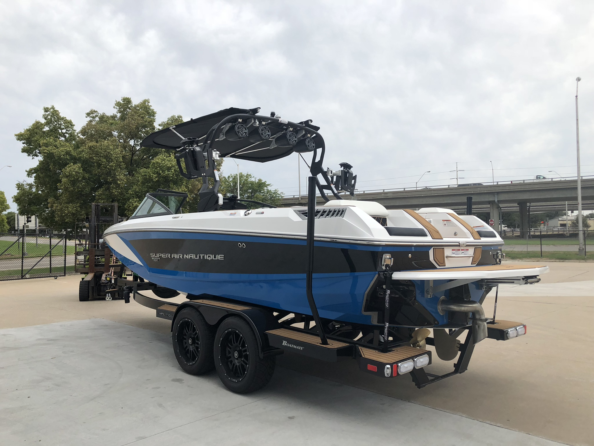 2019 Nautique GS22 Rear View